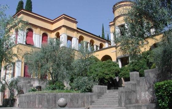 Palazzo-Vittoriale_lago-di-garda_561px