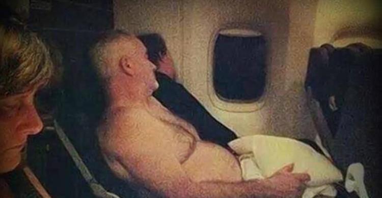 Torse nu dans l'avion