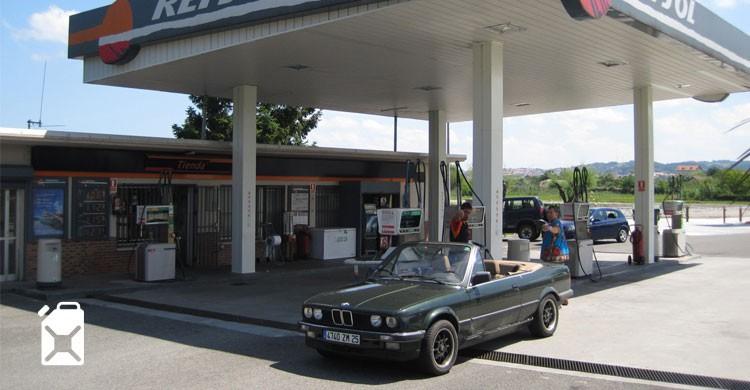 Station service - wikimedia