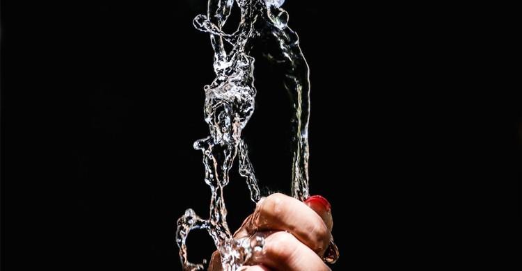 Renverser de l'eau - linternaute