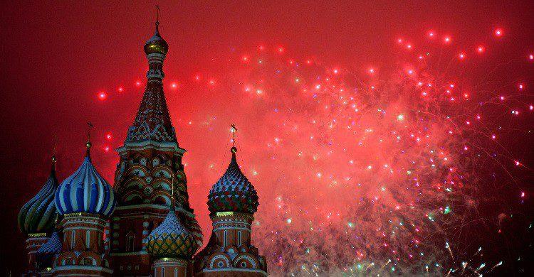 Feux d'artifice sur la place  rouge à Moscou - dancer01