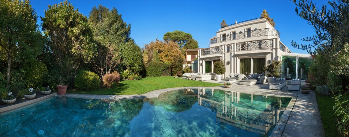 les plus belles villas louer en france sur airbnb le globe trotteur. Black Bedroom Furniture Sets. Home Design Ideas