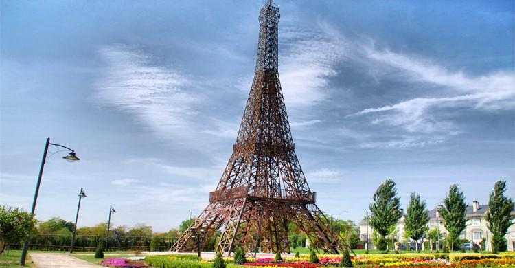 Vue sur la miniature de la Tour Eiffel - laotraruta