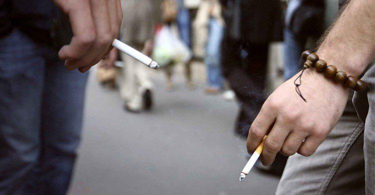 Fumer dans la rue - 20minutes