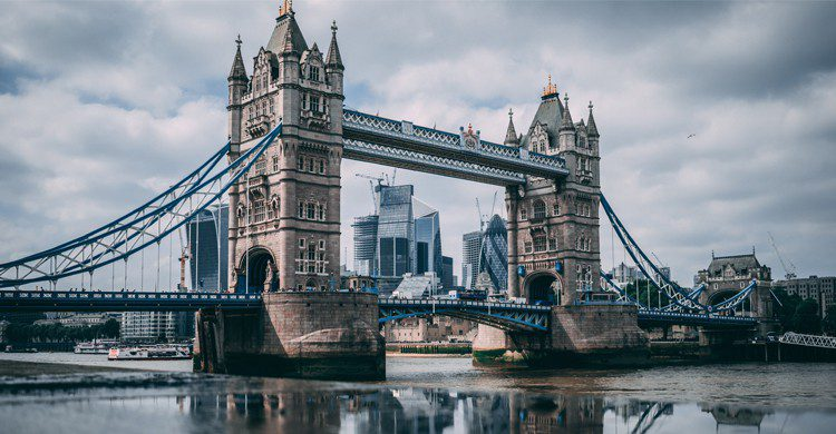 Tower Bridge ( Robert Tudor - Unsplash )