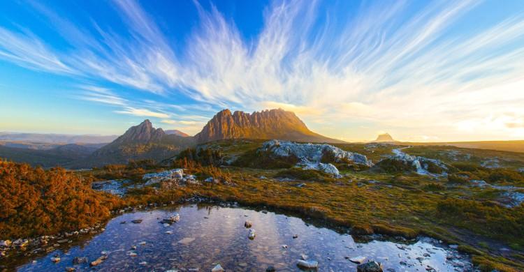 <b>Cradle Mountain Run, en Tasmanie (Australie)</b><br> Cette course de 82km traverse les plus beaux espaces naturels de Tasmanie. Nous comptons parmi eux les lacs Dove et St Clair et comme son nom l'indique, la Cradle Mountain. Elle dure environ 13h et n'accepte qu'entre 60 et 70 coureurs. Il faut pour l'effectuer une endurance de fer, car il n'y a pas d'assistance disponible au cours de la course. Si vous restez téméraire malgré tout, sachez qu'elle a lieu en février et que les inscriptions ouvrent en octobre.