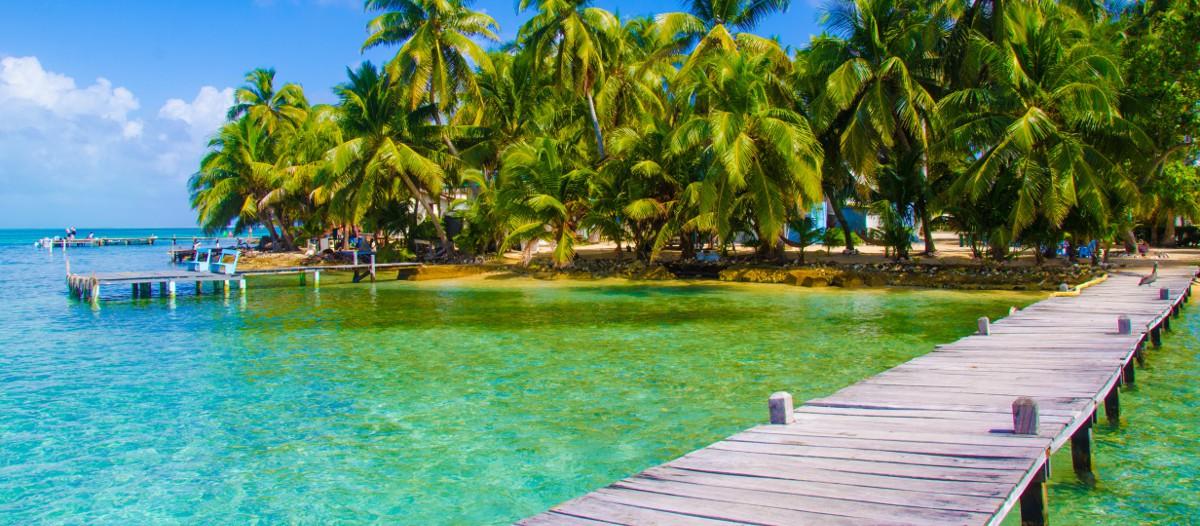 Belize, Amérique Centrale Voilà une île rien que pour vous ! Bird Island est un îlot privé au large du Belize qui comporte une seule maison pour une tranquillité absolue ! Une vue à 360° sur les Caraïbes sera votre quotidien sur ce petit coin de paradis.