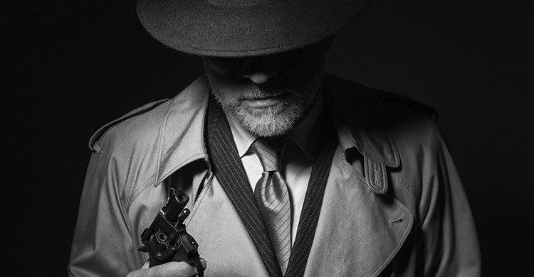 Ancien de la mafia avec une arme (Istock)